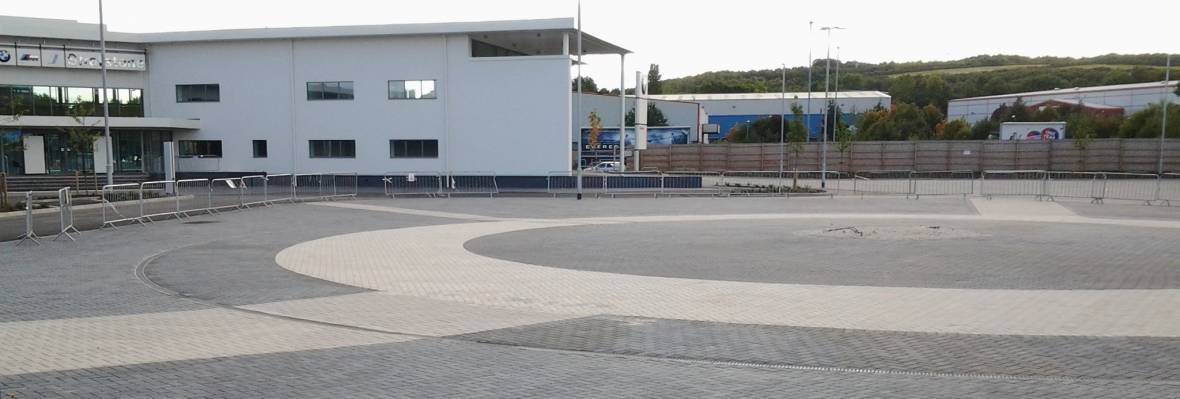 Charcon Europa block paving in charcoal and buff